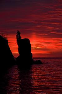 Sunrise - Rock Arch - Tettegouche State Park - MN