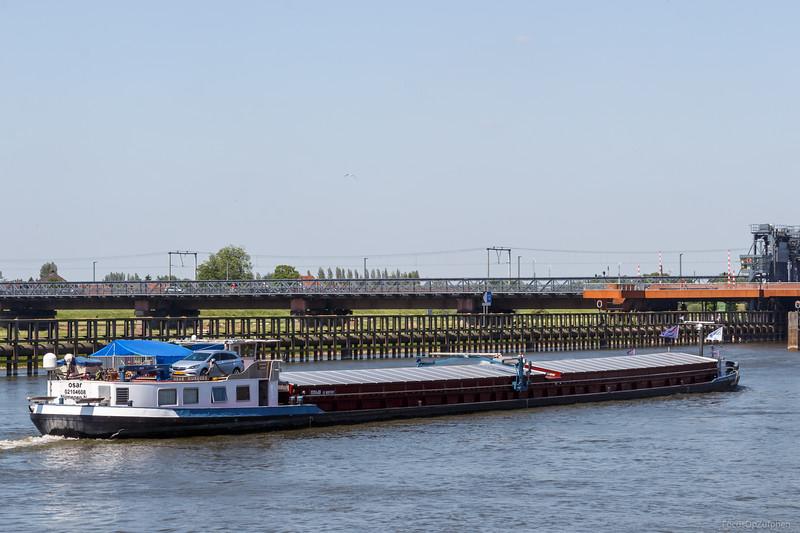 """Osar, vrachtschip 02104608 <a href=""""https://www.binnenvaart.eu/onbekend/9167-vallendar-1.html"""" target=""""blank"""">info</a>"""