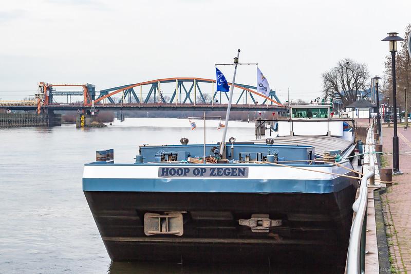 "Hoop op Zegen, vrachtschip 02312498 <a href=""https://www.binnenvaart.eu/onbekend/17153-halensee-4.html"" target=""_blank"">info</a>"