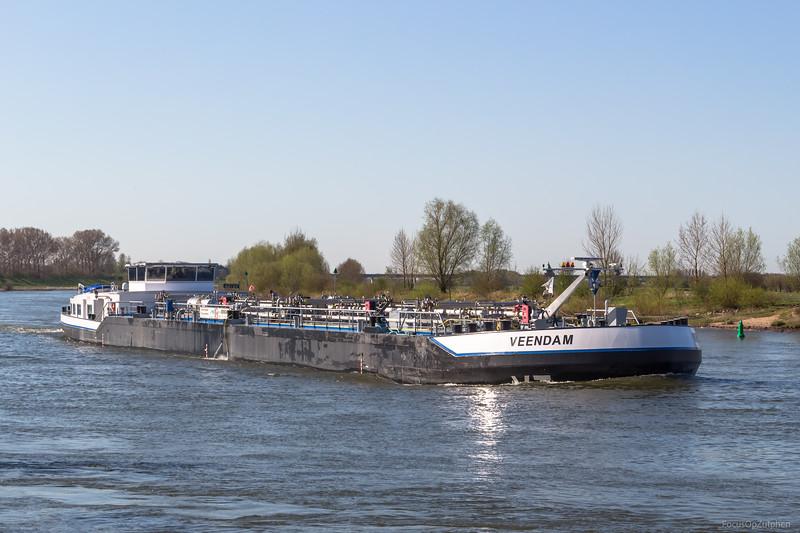 """Veendam, tankschip 02327026 <a href=""""https://www.binnenvaart.eu/motortankschip/12059-veendam.html"""" target=""""_blank"""">info</a>"""