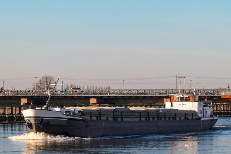"Jolanda, vrachtschip 03260142 <a href=""https://www.binnenvaart.eu/motorvrachtschip/9576-con-zelo.html"" target=""_blank"">info</a>"