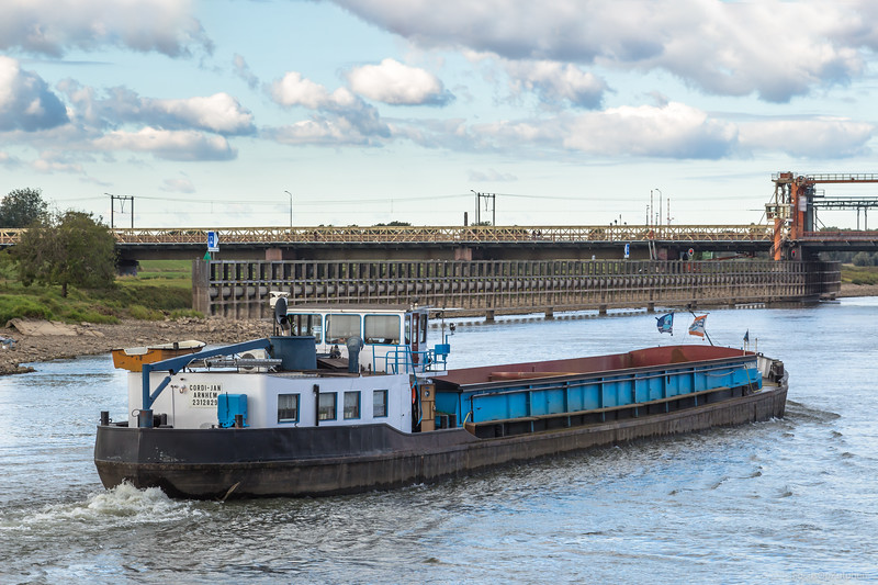 """Cordi-Jan, vrachtschip 02312829 <a href=""""https://www.binnenvaart.eu/onbekend/13680-muscadet.html"""" target=""""blank"""">info</a>"""