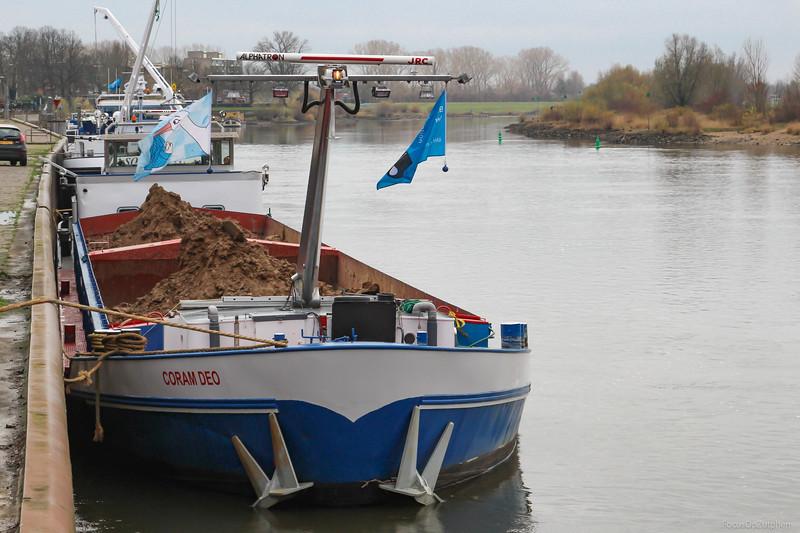 """Coram Deo, vrachtschip 02204119 <a href=""""https://www.binnenvaart.eu/motorvrachtschip/2657-compromis.html"""" target=""""_blank"""">info</a>"""