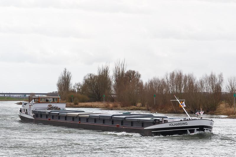 "Volharding, vrachtschip 02315693 <a href=""https://www.binnenvaart.eu/motorvrachtschip/4827-benelux.html"" target=""_blank"">info</a>"
