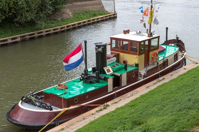 """Brittania, sleepboot 03050668 <a href=""""https://www.binnenvaart.eu/kruiser/38666-onbekend.html"""" target=""""blank"""">info, </a>  <a href=""""http://www.varenderfgoed.nl/galerij/britannia1476.html"""" target=""""blank"""">Varend erfgoed</a>"""