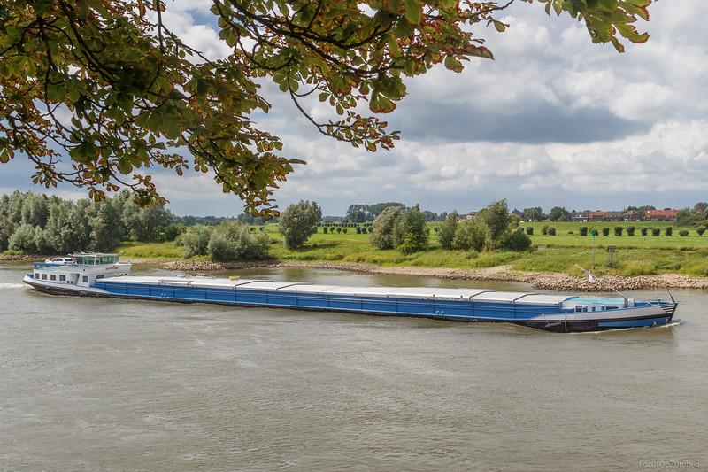 """Solanda, vrachtschip  01823357 <a href=""""https://www.binnenvaart.eu/onbekend/1201-panta-rhei.html"""" target=""""blank"""">info</a>"""