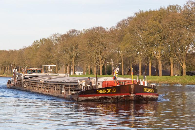 "Rheingold, vrachtschip 04007120 <a href=""https://www.binnenvaart.eu/sleepvrachtschip/24490-onbekend.html"" target=""_blank"">info</a>"