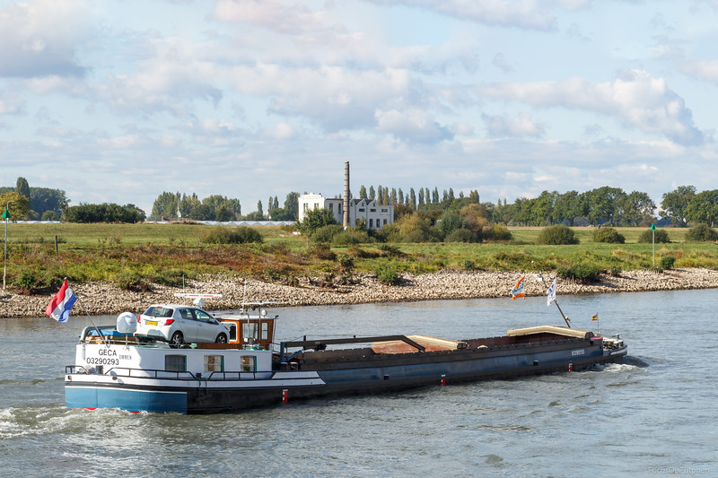 """Geca, spits 03290293 <a href=""""http://www.binnenvaart.eu/motorvrachtschip/2355-aurora.html"""" target=""""_blank"""">info</a>"""