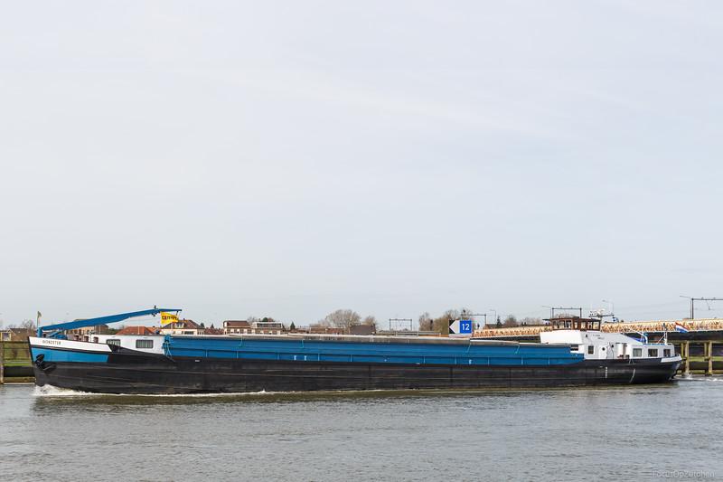 """Avondster, vrachtschip 02311031 <a href=""""https://www.binnenvaart.eu/motorvrachtschip/1603-bertus.html"""" target=""""_blank"""">info</a>"""