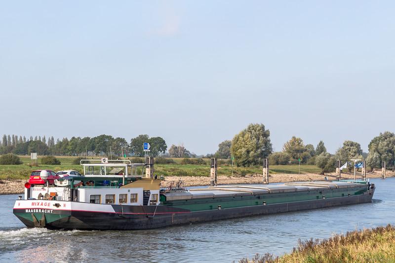 """Mixage, vrachtschip 02322108 <a href=""""https://www.binnenvaart.eu/onbekend/3731-skaramangas.html"""" target=""""blank"""">info</a>"""