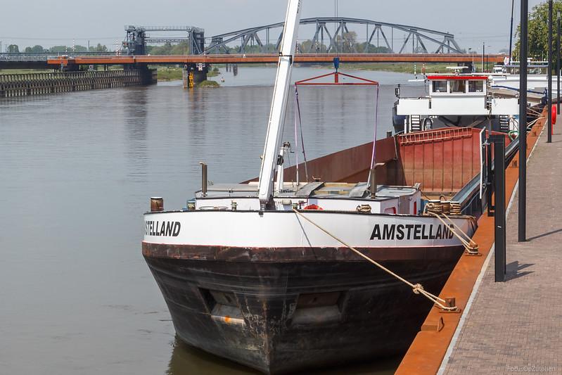 "Amstelland, vrachtschip 2328593 <a href=""https://www.binnenvaart.eu/motorvrachtschip/16193-amstelland.html"" target=""blank"">info</a>"