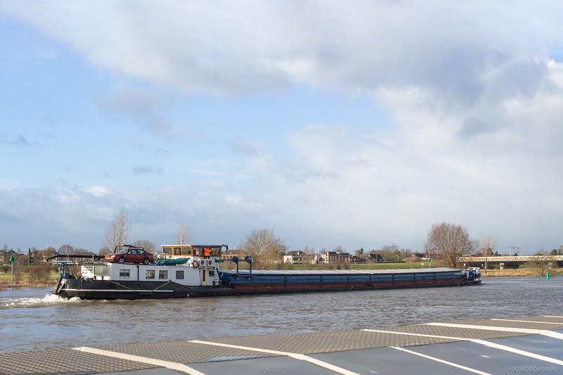 """Vertrouwen, vrachtschip 02104357 <a href=""""https://www.binnenvaart.eu/onbekend/8984-saumur.html"""" target=""""_blank"""">info</a>"""