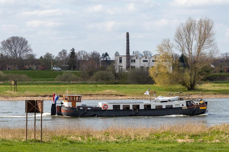 """Reimerswaal, recreatieschip 02200645 <a href=""""https://www.binnenvaart.eu/motorvrachtschip/63176-onbekend.html"""" target=""""_blank"""">info</a>"""