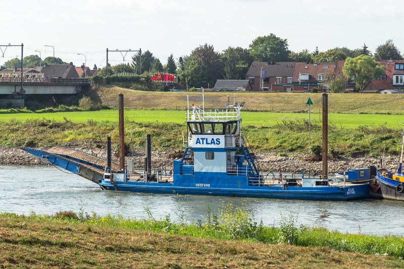 """Atlas, werkvaartuig 05117490 <a href=""""https://www.binnenvaart.eu/veerpont/34230-onbekend.html"""" target=""""blank"""">info</a>"""