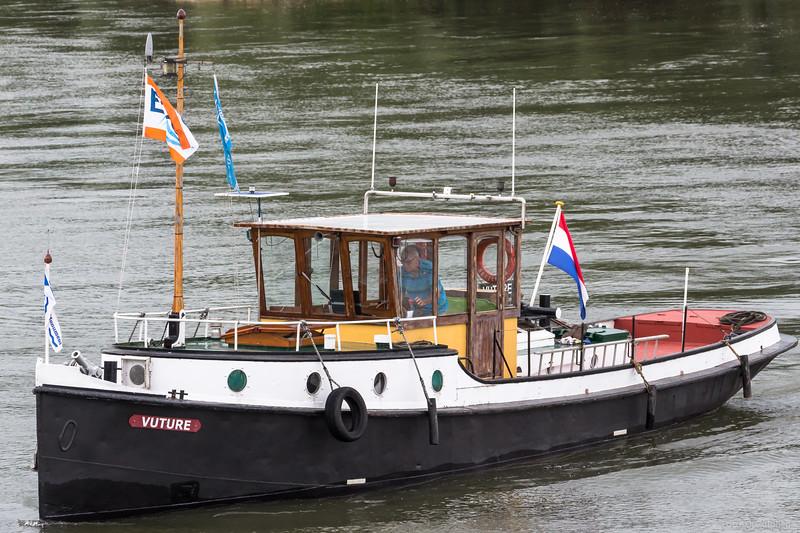 "Vuture, sleepboot 03310256 <a href=""https://www.binnenvaart.eu/motorsleepboot/19333-mignon.html"" target=""_blank"">info</a>"