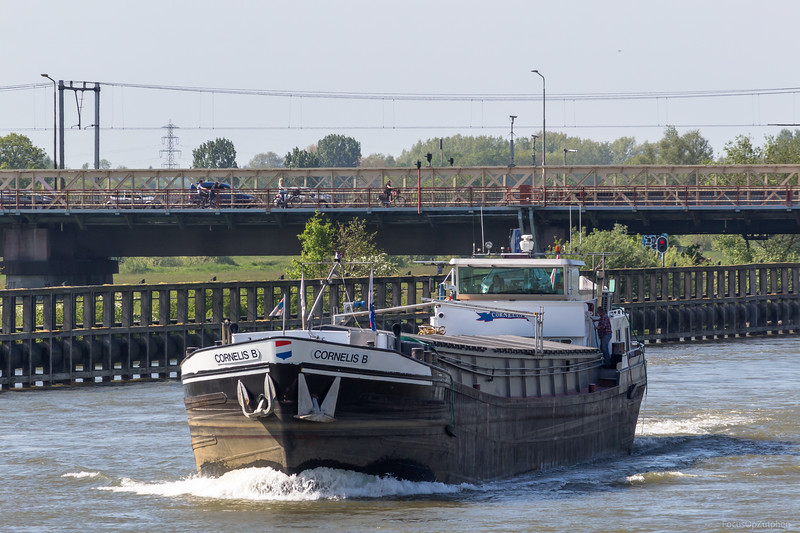"""Cornelis B, vrachtschip 02103598 <a href=""""https://www.binnenvaart.eu/motorvrachtschip/11745-nova-cura.html"""" target=""""_blank"""">info</a>"""