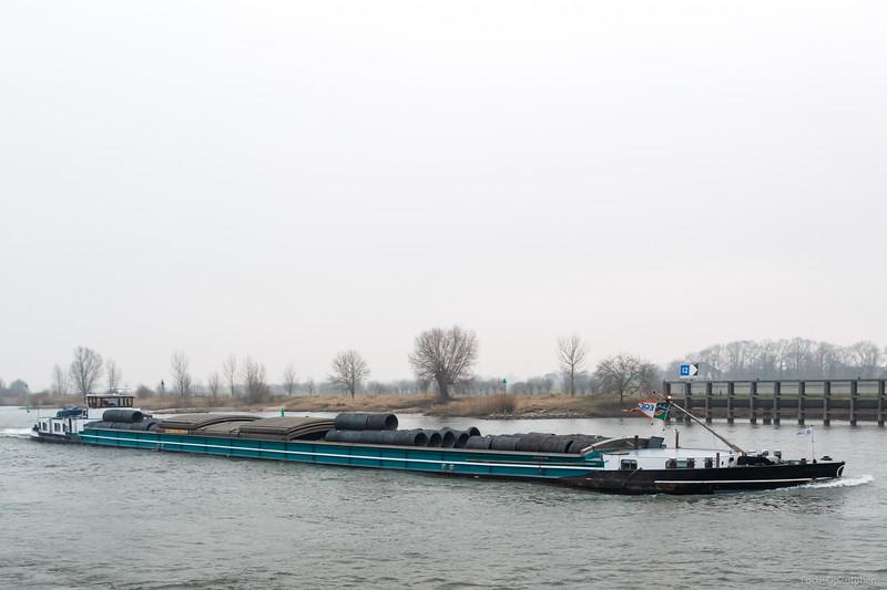 """Nomade, vrachtschip 02312500 <a href=""""https://www.binnenvaart.eu/onbekend/22746-hansa-iv.html"""" target=""""_blank"""">info</a>"""
