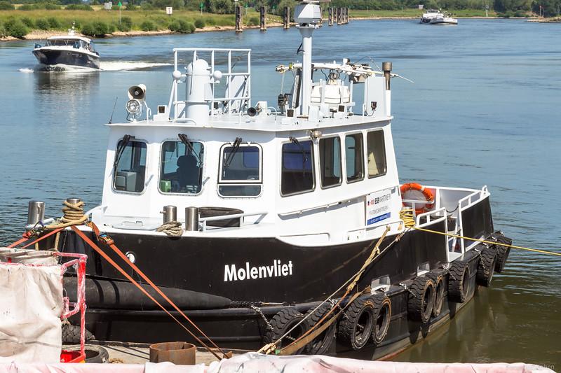"""Molenvliet, werkvaartuig 02337429 <a href=""""https://www.binnenvaart.eu/dienstvaartuig/44585-molenvliet.html"""" target=""""blank"""">info</a>"""