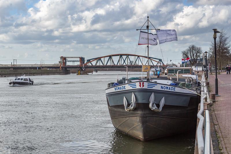 """Nomade, vrachtschip 02312902 <a href=""""https://www.binnenvaart.eu/onbekend/1739-cosmopolite-2.html"""" target=""""_blank"""">info</a>"""