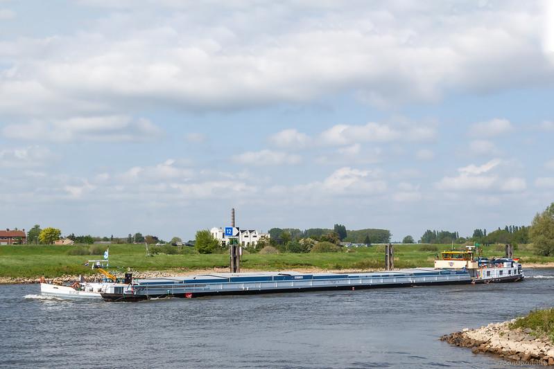 """Buche, vrachtschip 04025900 <a href=""""https://www.binnenvaart.eu/motorvrachtschip/2932-flottbek.html"""" target=""""blank"""">info</a>"""