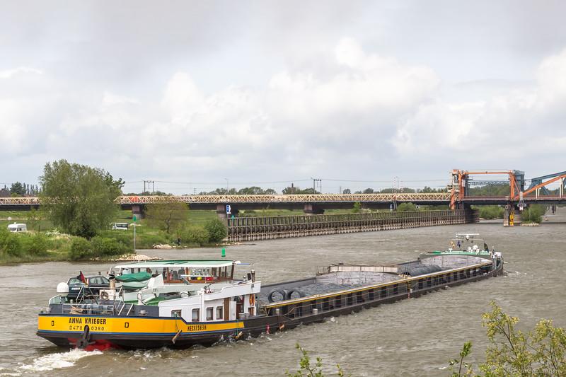 """Anna Krieger, vrachtschip 04700360 <a href=""""https://www.binnenvaart.eu/sleepvrachtschip/11301-frohsinn.html"""" target=""""_blank"""">info</a>"""