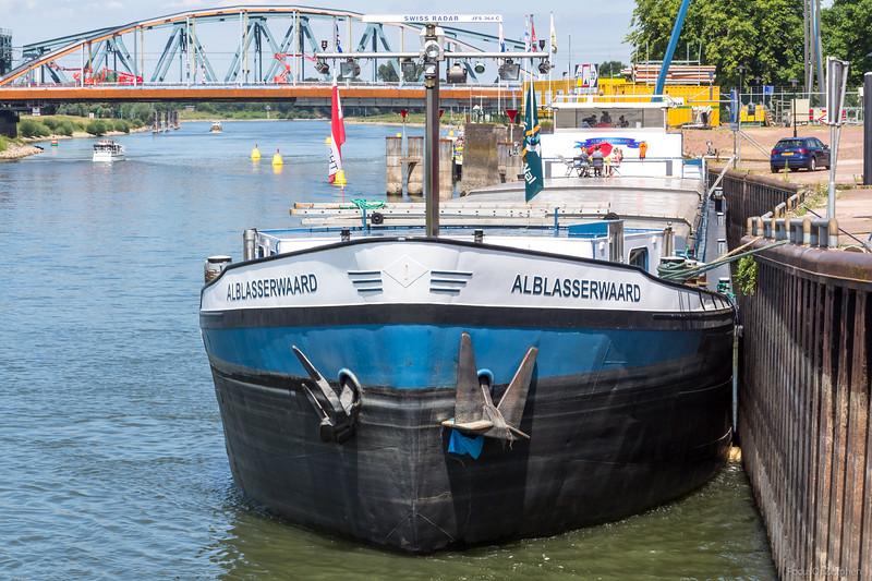"""Alblasserwaard, vrachtschip 02313934 <a href=""""https://www.binnenvaart.eu/onbekend/9109-zuidkaap.html"""" target=""""blank"""">info</a>"""