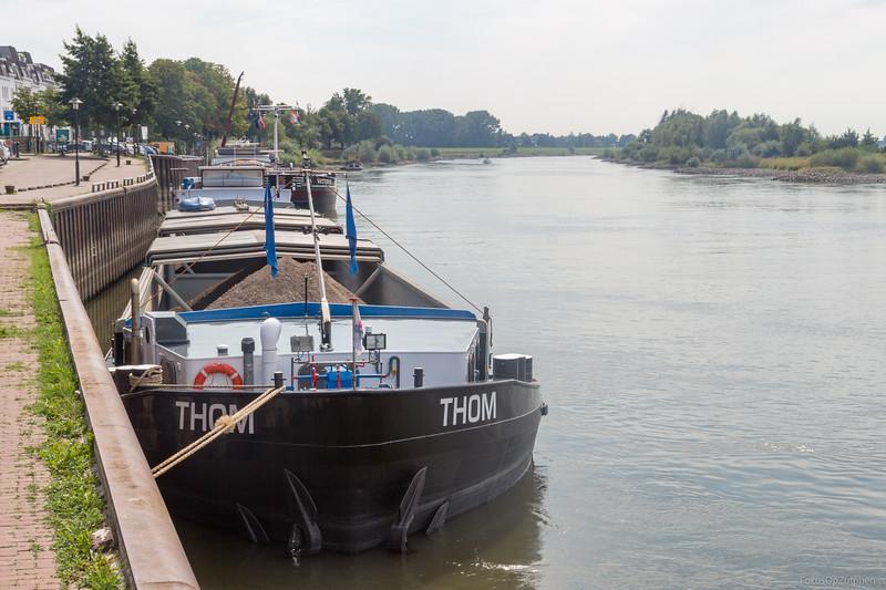 "Thom, vrachtschip 06000578 <a href=""http://www.binnenvaart.eu/motorvrachtschip/20266-theodela-ii.html"" target=""_blank"">info</a>"