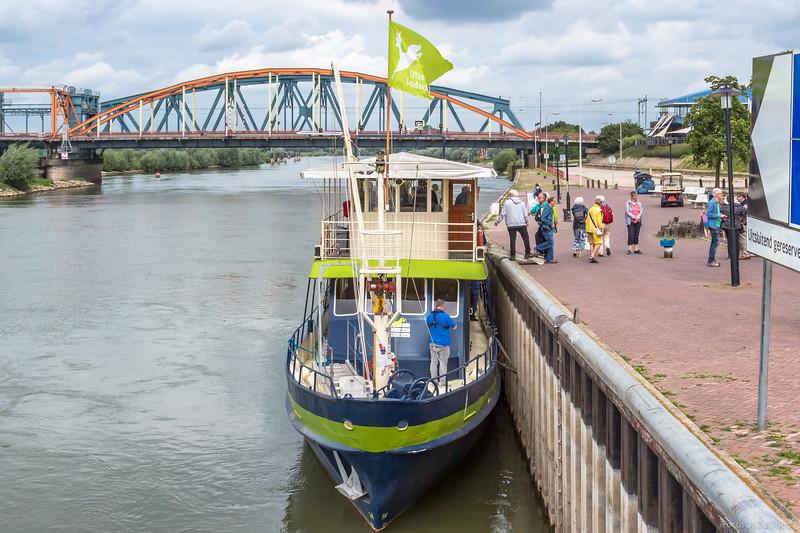 """De Blauwe Bever, passagiersschip 03150683 <a href=""""https://www.binnenvaart.eu/passagiersschip/39062-onbekend.html"""" target=""""blank"""">info</a>"""