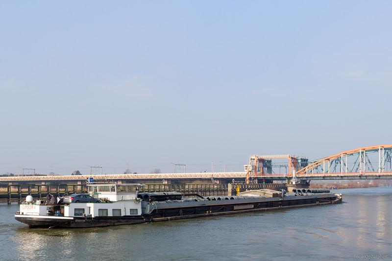 """Cursor, vrachtschip 02101494 <a href=""""http://www.binnenvaart.eu/sleepvrachtschip/22238-succession.html"""" target=""""_blank"""">info</a>"""