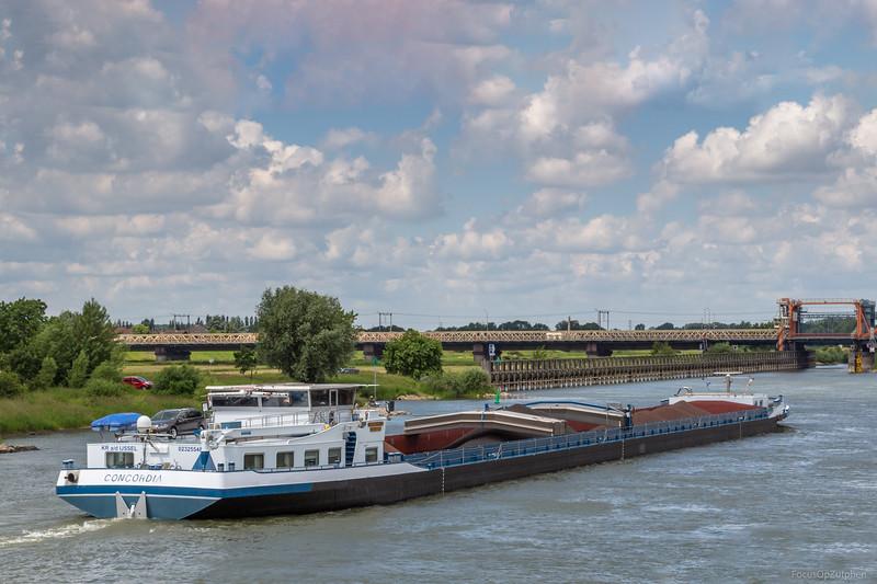 "Concordia, vrachtschip 02325548 <a href=""https://www.binnenvaart.eu/motorvrachtschip/6859-concordia.html"" target=""_blank"">info</a>"