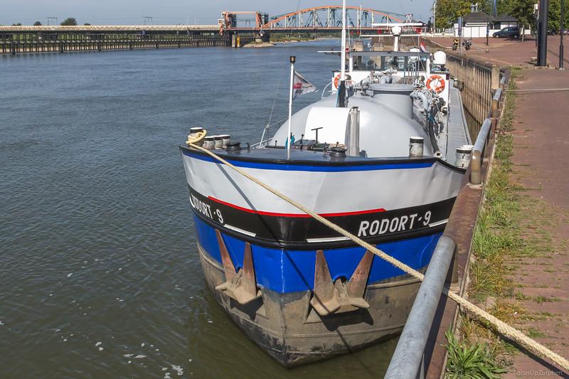"""Rodort-9, tankschip 02006477 <a href=""""https://www.binnenvaart.eu/motortankschip/17694-cementexpres-3.html"""" target=""""blank"""">info</a>"""