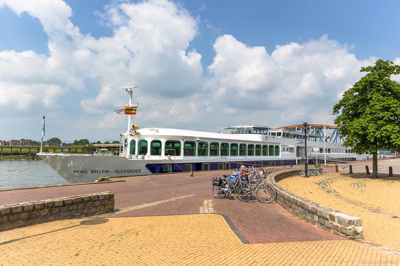 """Prins Willem Alexander, passagiersschip 02325776 <a href=""""https://www.binnenvaart.eu/passagiersschip/3425-prins-willem-van-alexander.html"""" target=""""_blank"""">info</a>"""