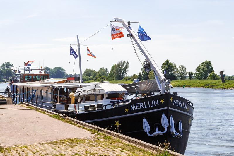 "Merlijn, passagiersschip 03030887 <a href=""https://www.binnenvaart.eu/motorvrachtschip/13556-adelaar.html"" target=""blank"">info</a>"