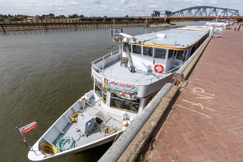 """Jacqueline, passagiersschip 02011991 <a href=""""https://www.binnenvaart.eu/onbekend/5842-wapen-von-ruhrort.html"""" target=""""blank"""">info</a>"""