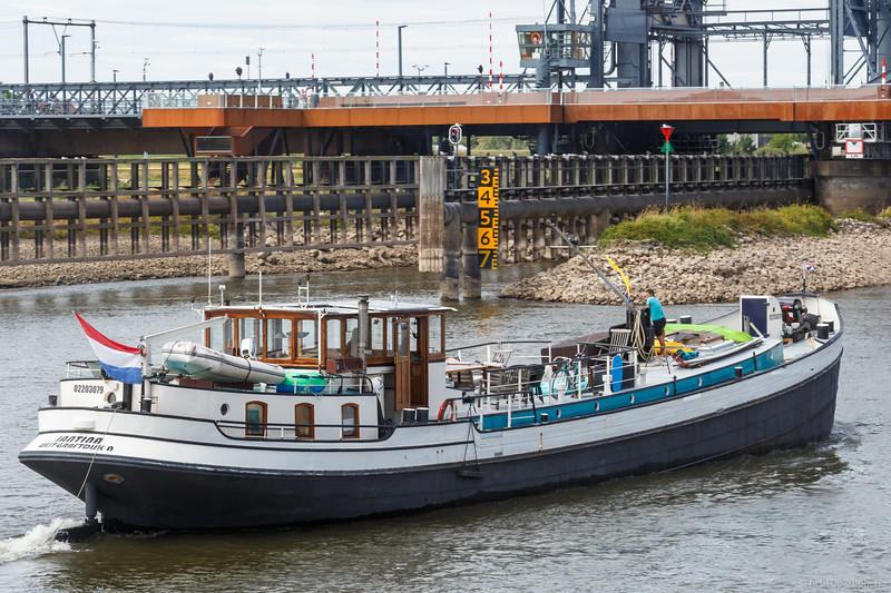 """Jantina, passagiersschip 02203079 <a href=""""https://www.binnenvaart.eu/onbekend/46999-jantina.html"""" target=""""blank"""">info</a>"""