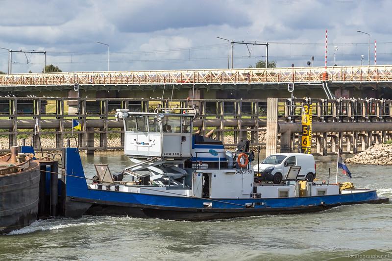 """Flevo Trans, duwboot 04023150 <a href=""""https://www.binnenvaart.eu/motorsleepboot/10939-d-02.html"""" target=""""blank"""">info</a>"""