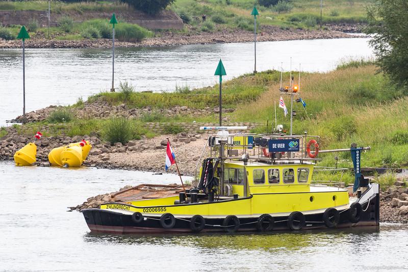 "Vier De, sleepboot 02006955 <a href=""https://www.binnenvaart.eu/motorsleepboot/38541-de-vier.html"" target=""blank"">info</a>"