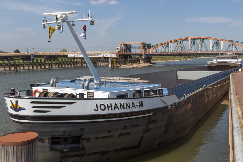 """Johanna-M, vrachtschip 02330574 <a href=""""https://www.binnenvaart.eu/motorvrachtschip/6776-johanna-m.html"""" target=""""blank"""">info</a>"""