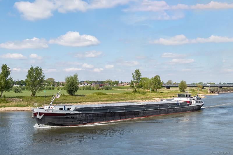 """Vela, vrachtschip 06003746 <a href=""""https://www.binnenvaart.eu/onbekend/12765-henk.html"""" target=""""_blank"""">info</a>"""