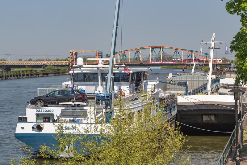 "Elsi-R, vrachtschip 02332320 <a href=""https://www.binnenvaart.eu/motorvrachtschip/8267-elsi-r.html"" target=""_blank"">info</a>"