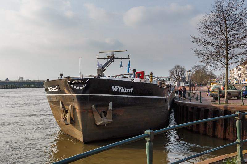 """Wilani, vrachtschip 06004089 <a href=""""https://www.binnenvaart.eu/onbekend/14009-henny.html"""" target=""""_blank"""">info</a>"""