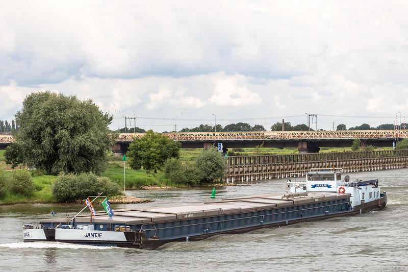 """Jantje, vrachtschip 02323374 <a href=""""https://www.binnenvaart.eu/onbekend/20237-lucie.html"""" target=""""blank"""">info</a>"""