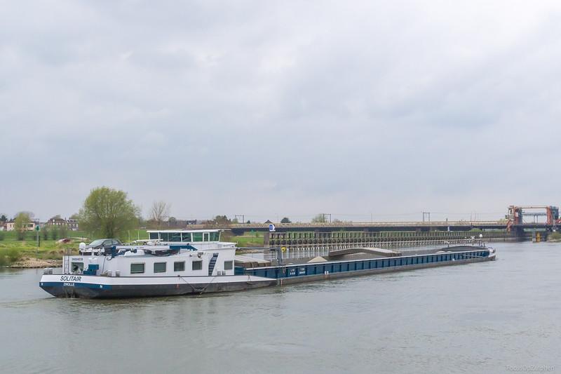 """Solitair, vrachtschip 2321684 <a href=""""https://www.binnenvaart.eu/onbekend/1802-sailing-home.html"""" target=""""_blank"""">info</a>"""