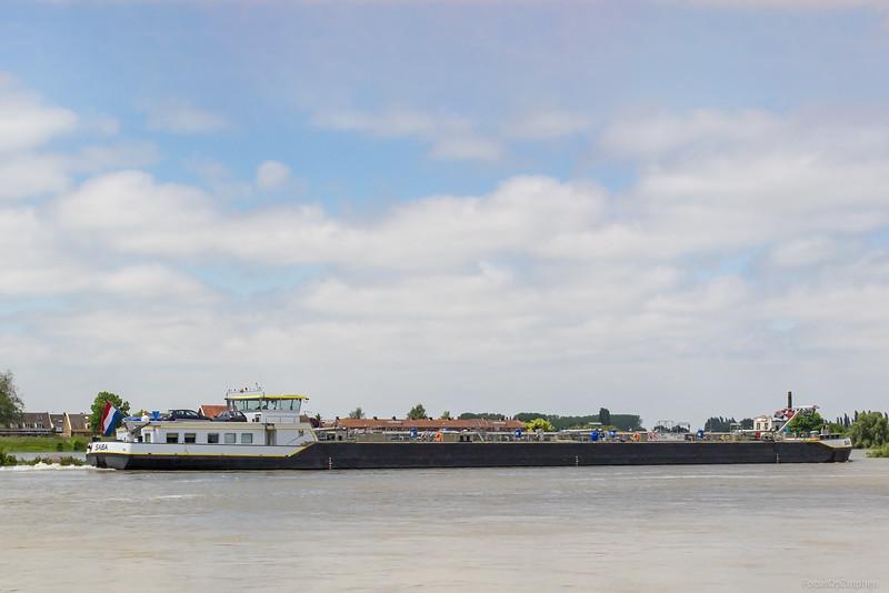 """Saba, vrachtschip 02334704 <a href=""""http://www.binnenvaart.eu/motortankschip/10859-saba.html"""" target=""""_blank"""">info</a>"""