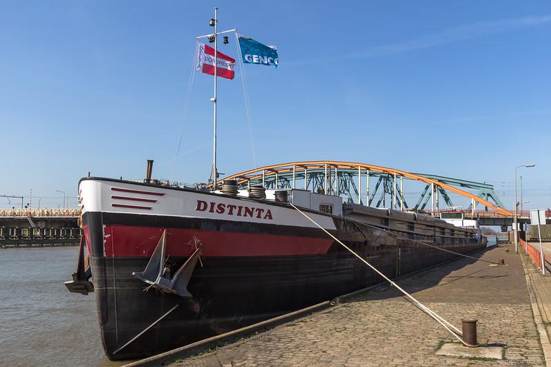 "Distinta, vrachtschip 02319425 <a href=""https://www.binnenvaart.eu/onbekend/3400-express-72.html"" target=""blank"">info</a>"