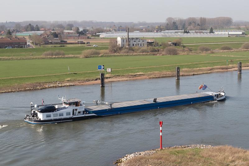 "Elja, vrachtschip 02001877 <a href=""https://www.binnenvaart.eu/motortankschip/16281-elja.html"" target=""_blank"">info</a>"