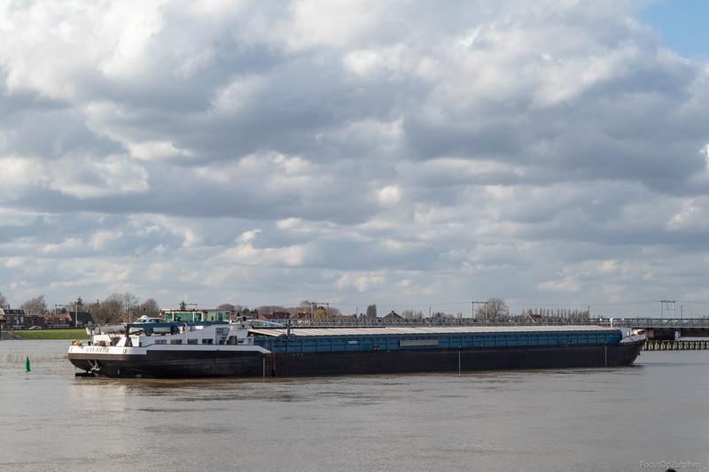 """Galahad, vrachtschip 02327637 <a href=""""https://www.binnenvaart.eu/onbekend/20095-comus.html"""" target=""""_blank"""">info</a>"""