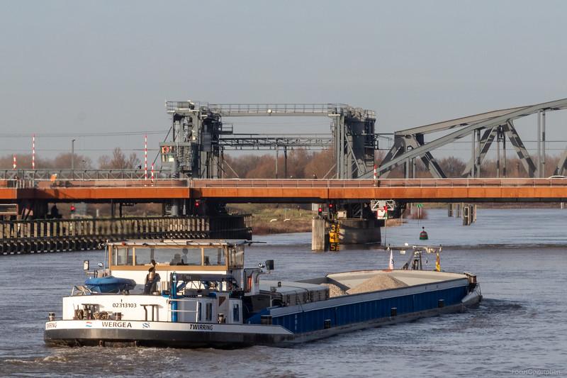 "Twirring, vrachtschip 02313103 <a href=""https://www.binnenvaart.eu/motorvrachtschip/29259-labor.html"" target=""_blank"">info</a>"