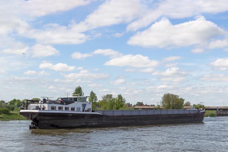 """Batavier, vrachtschip 02007946 <a href=""""https://www.binnenvaart.eu/motorvrachtschip/8758-pro-tempore.html"""" target=""""_blank"""">info</a>"""