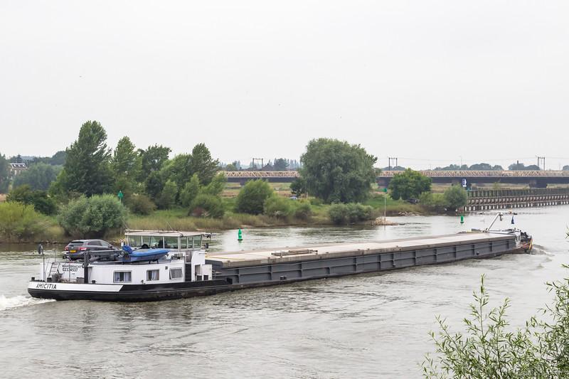 """Amicitia, vrachtschip 02334537 <a href=""""https://www.binnenvaart.eu/onbekend/31752-amicitia.html"""" target=""""_blank"""">info</a>"""